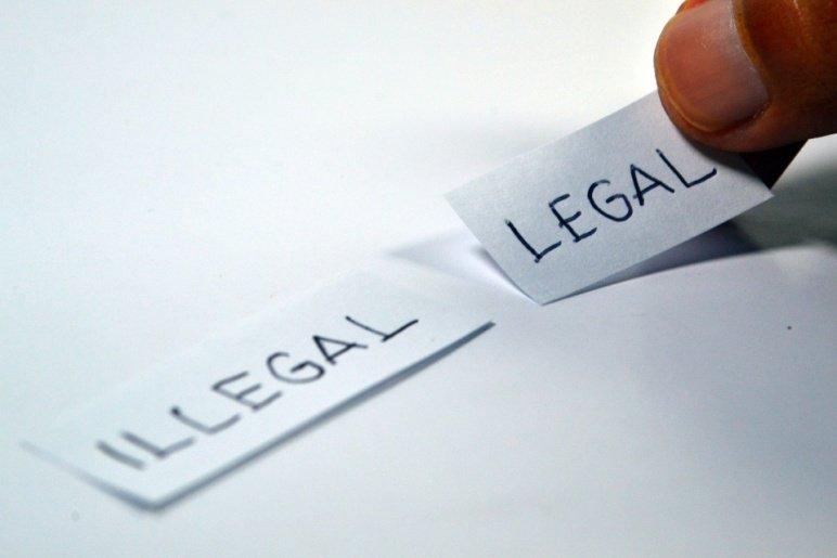 legal-1143114_1920 (1).jpg